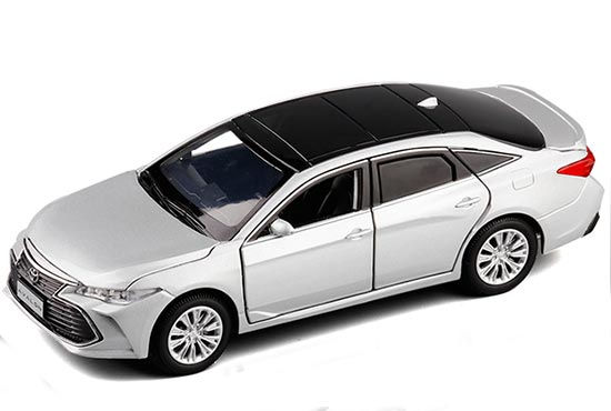 1:43 Toyota Avalon diecast model